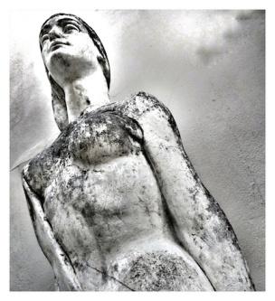 Nola Statue2